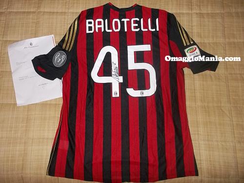 vinta maglietta Milan autografata da Balotelli