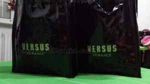 borse Versus Versace ricevute gratis da Raffaella