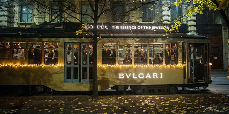 tram dorato Bulgari Goldea Milano