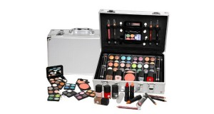 beauty case con 51 cosmetici su Groupon