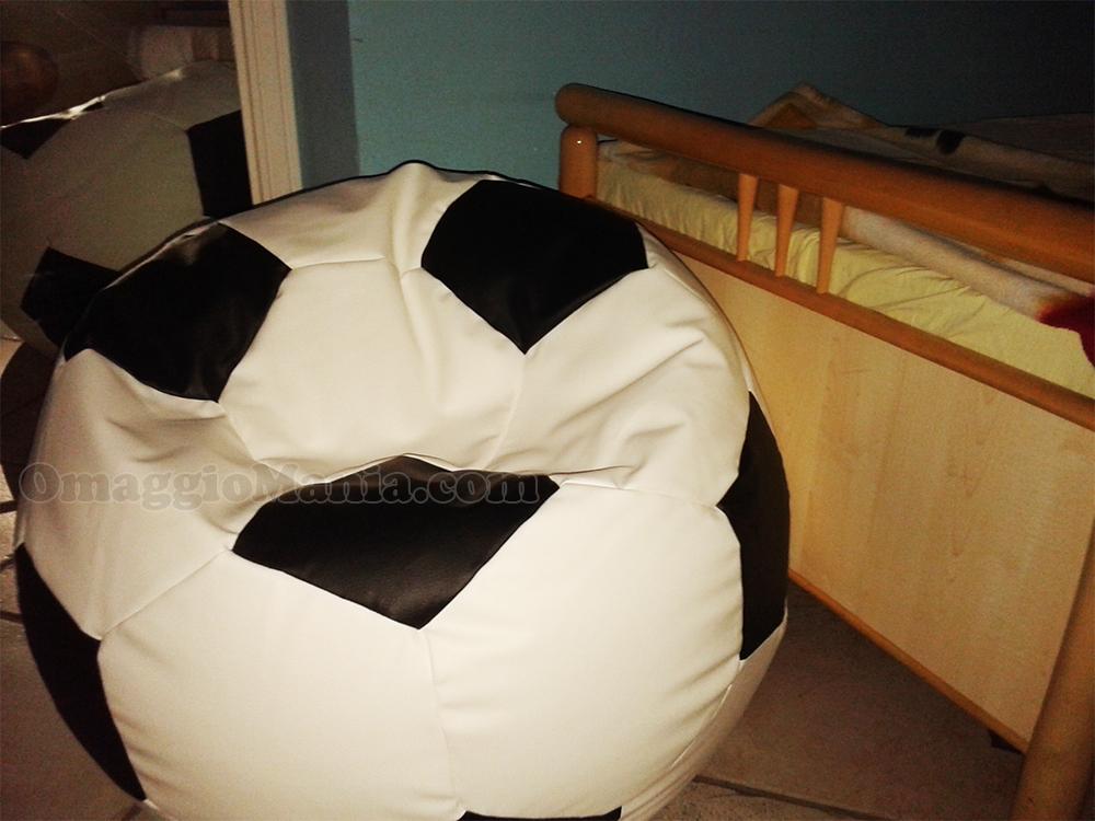 poltrona pouff pallone da calcio di Federico Maria