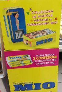 espositore scatole vintage di Formaggino Mio
