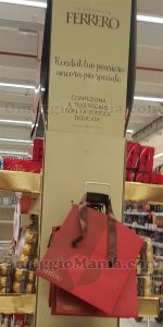 scatola San Valentino omaggio da Ferrero espositore