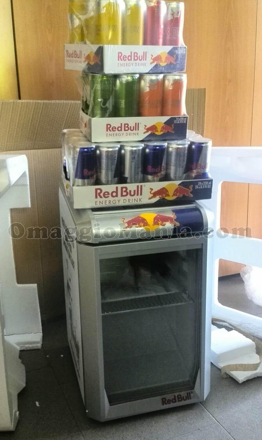 Frigorifero Red Bull e fornitura di lattine di Irene