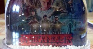 """palla di neve della serie tv Netflix """"Stranger Things"""""""