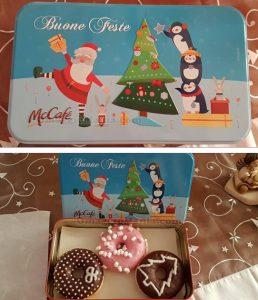 scatola di latta natalizia con donut McCafé