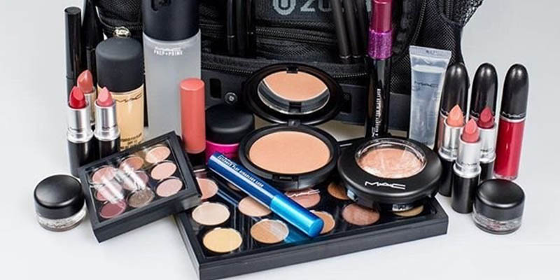 kit di prodotti MAC Cosmetics