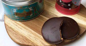 tè Label Imperial Kusmi Tea e biscotti Granolas