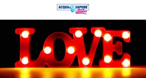 lampada LOVE omaggio da Acqua & Sapone