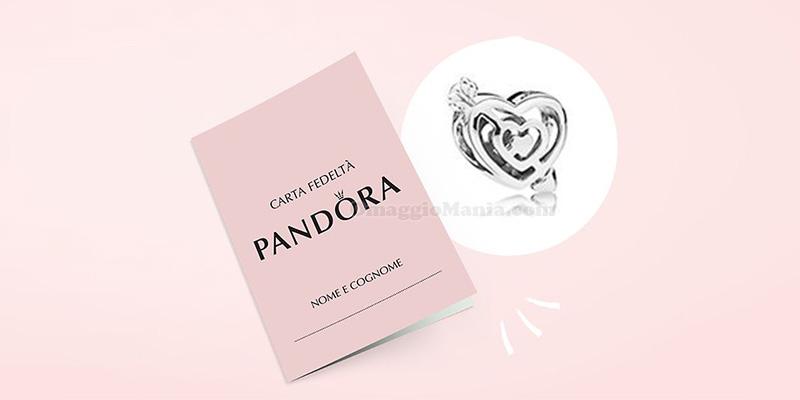charm in regalo con carta fedeltà Pandora